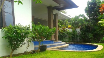 4 bedrooms villa in Bumbak, Umalas area