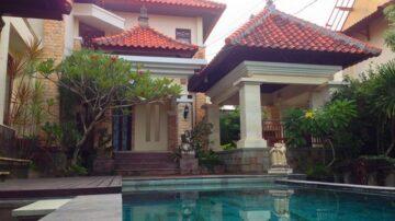 Spacious 3 bedroom villa with beautiful of balinese building style in Jimbaran