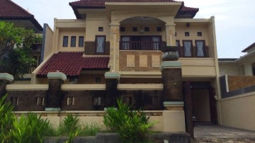 Nice 4 bedroom villa situated in safe residential area of Nusa Dua