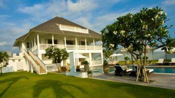 6 Bedroom beachfront villa in Canggu