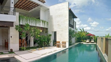 Beautiful 5 bedroom villa with rice field view in Canggu