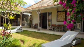 Tropical 3 bedroom villa in quiet area of Canggu