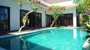 3 bedroom villa on the beach side of Canggu
