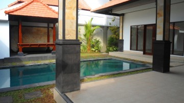 2 bedroom villa in centre of Seminyak