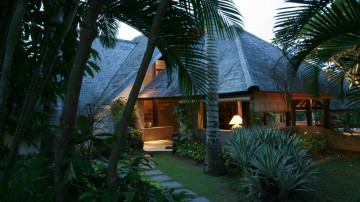Tropical 3 bedroom villa in Umalas with Shared Pool