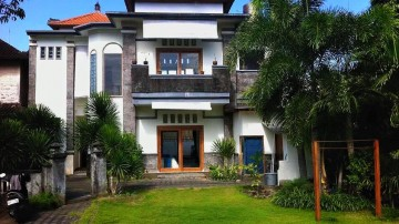 3 Bedroom house with pool in Batu Belig