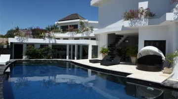 Luxury 3 bedroom villa in Nusa Dua area