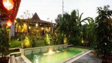 Monthly 4 bedroom private villa with Javanese style in North Kerobokan