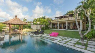 Amazing 3 bedroom villa overlooking the ocean in Uluwatu