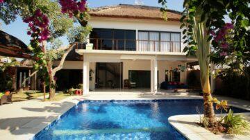 Nice 4 bedroom villa close to many favorite spot in Seminyak