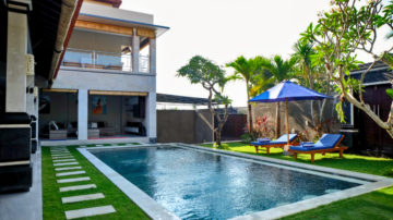 Beautiful 4 bedroom private villa surrounded by rice field in Canggu area