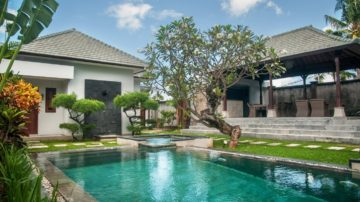 Nice 6 bedroom villa walking distance to Echo Beach