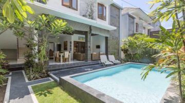 3 bedroom villa walking distance to Double Six Beach