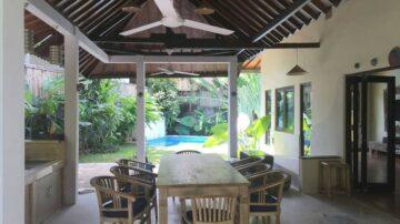 large 4 bedroom villa in Kerobokan