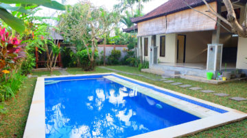 2 bedroom villa with lush garden