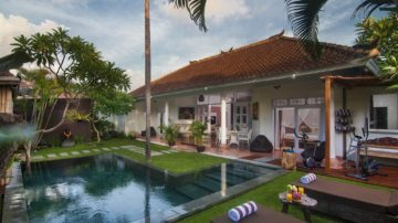 Stylish 3 Bedroom villa in prime Seminyak location ( minimum 3 years contract )
