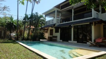 5 bedroom villa walking distance to the beach