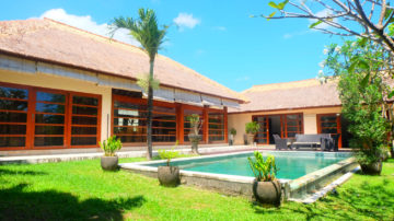 Tropical 3 bedroom villa on 8 ARE of land in Canggu area