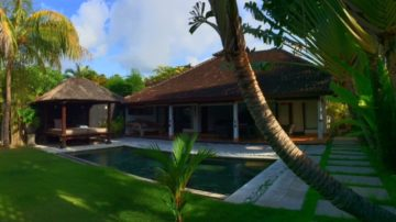 2 bedroom villa with large garden in the heart of Seminyak