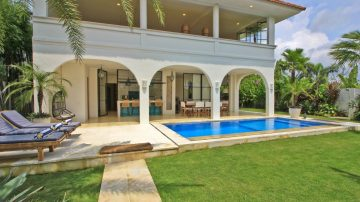 4 bedroom villa Surrounded by lovely rice fields in Canggu