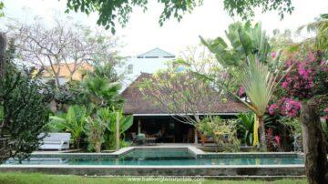 Classic large garden villa in the heart of Seminyak area