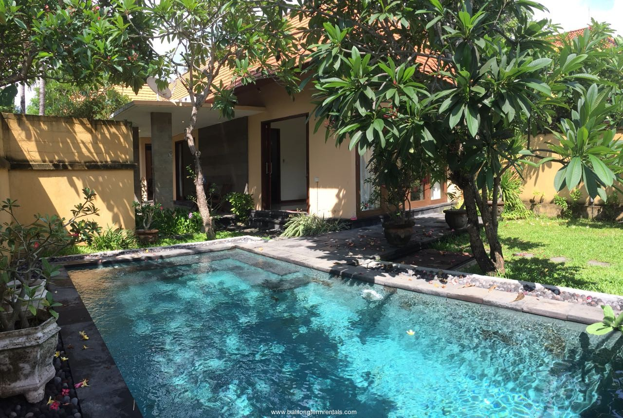 3 bedroom garden villa in Sanur area