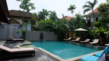 Cozy Balinese house in Legian with sharing pool