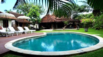 Stylish villa with large plot