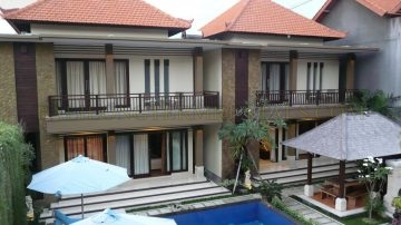 3 bedroom spacious town house in Legian