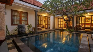 Beautiful Beach Side 3 bedroom villa in Sanur
