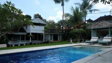 Beautiful 3 bedroom private villa in Seminyak – Beach Side!