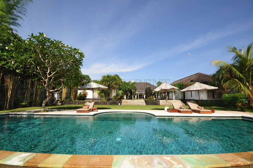Fantastic 4 bedroom villa on large 2300 sqm plot in North Canggu