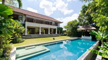 Stunning 4 bedroom villa on 17 ARE