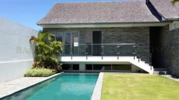 3 bedroom villa walking distance to CCS!