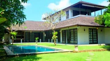 Beautiful 4 bedroom Villa in Canggu area