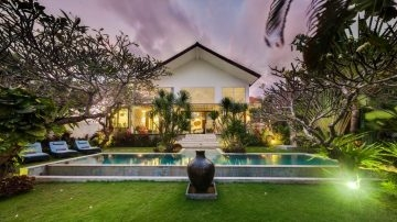 YEARLY RENTAL – 4 BEDROOM VILLA SETS ON 1000 SQM LAND AREA