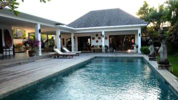 Contemporary Well Designed Villa close to the beach