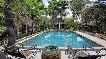 Big garden villa in Jimbaran