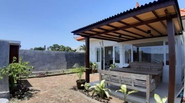 Basic 2 bedroom house in Umalas