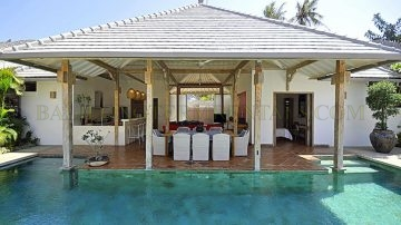 4 bedroom private villa – North Seminyak