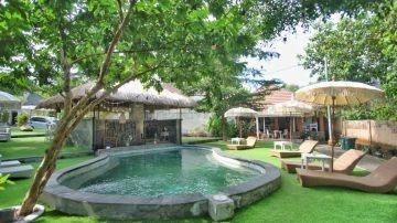 7 unit villa in a Resort for rent in Uluwatu
