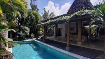 Walking distance to the beach — 2 bedroom joglo villa in Canggu