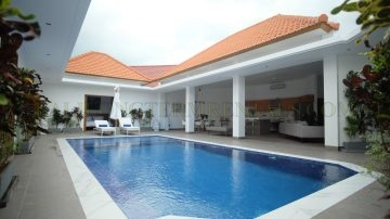 Clean & sleek 3 bedroom villa – Kerobokan