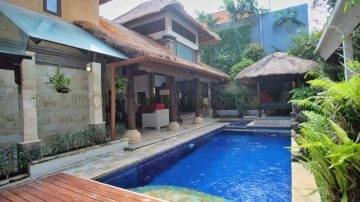 Beautiful 3 bedroom villa in Batubelig, Seminyak – available start from august 2019