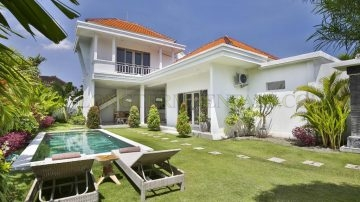 Excellent Private Villa close to the beach