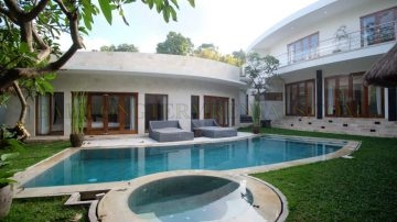YEARLY RENTAL – 4 bedroom – Berawa Canggu