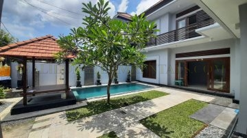 Newly renovated 3 bedroom family villa in west Sanur