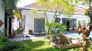 SPACIOUS 2 BEDROOM VILLA WITH GARDEN