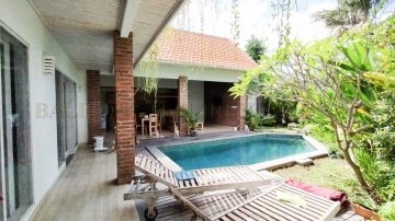 3 bedroom villa with rice field view, and in walking distance to CCS