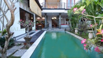 BIG FOUR BEDROOM IN UMALAS/KEROBOKAN AREA